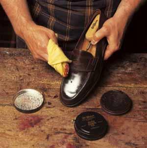 Wer seine handgemachten Schuhe vergammeln lässt verdient selber keine bessere Behandlung - sagt der Chef von Eduard Meier